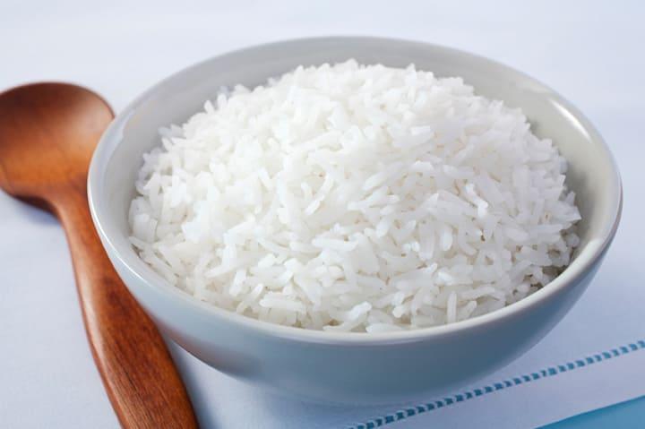 1 chén cơm trắng chứa khoảng 130 calo