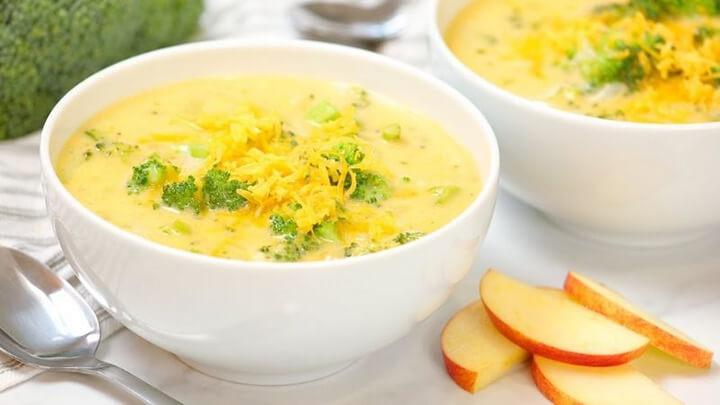 Súp trứng gà nấu nấm có tính mát giúp giải nhiệt, điều trị chứng đổ mồ hôi