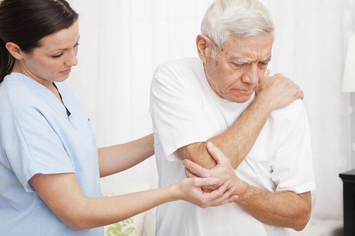 Người cao tuổi có thể trạng kém không nên ngồi ghế massage.