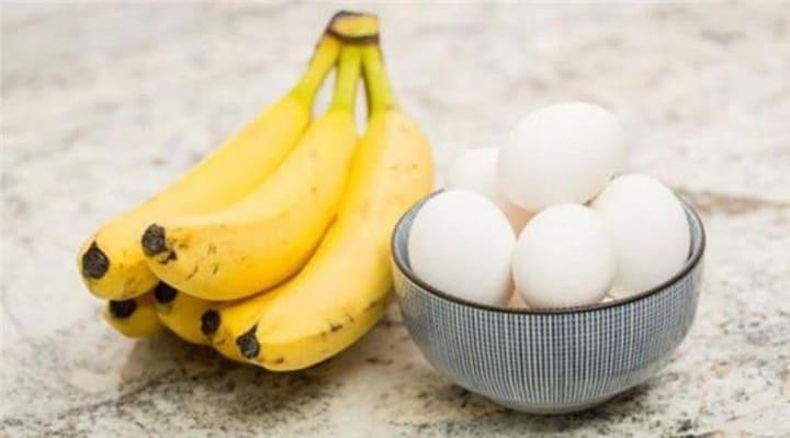 Chuối và trứng gà cung cấp nhiều chất cần thiết cho cơ thể
