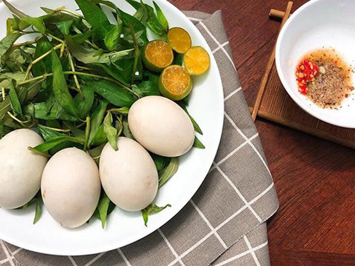 Bạn nên ăn trứng vịt lộn vào buổi sáng là tốt nhất