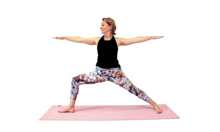Tư thế chiến binh giúp tiêu hao mỡ thừa, rèn luyện khả năng giữ thăng bằng cho cơ thể