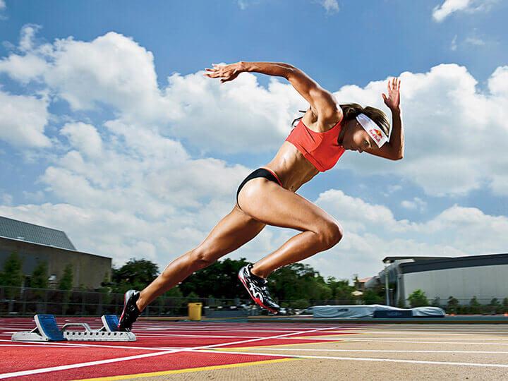Luyện tập bài tập chạy lao thường xuyên sẽ giúp bạn giành lợi thể ban đầu khi chạy 100m