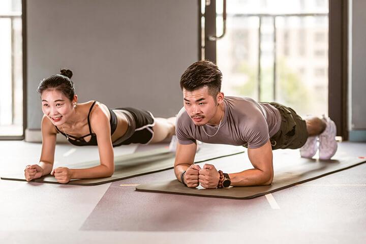 Bài tập Plank tạo ra áp lực lớn cho vòng 2 giúp giảm mỡ thừa dưới da cực tốt