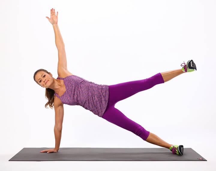 Tư thế Side Plank là cách làm gia tăng thêm áp lực cho vòng eo thay vì Plank thông thường