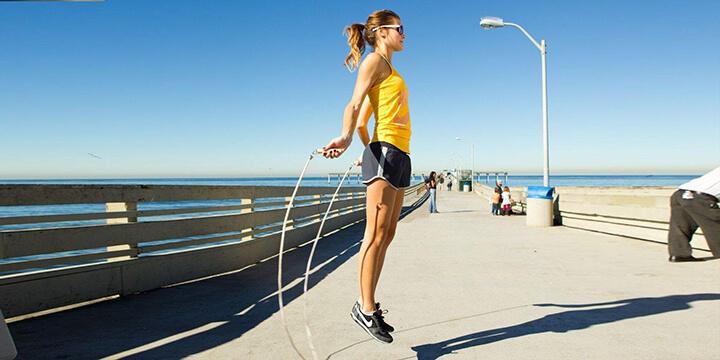 Nhảy dây - Bài tập eo nhỏ mông to bạn nên thực hiện mỗi ngày