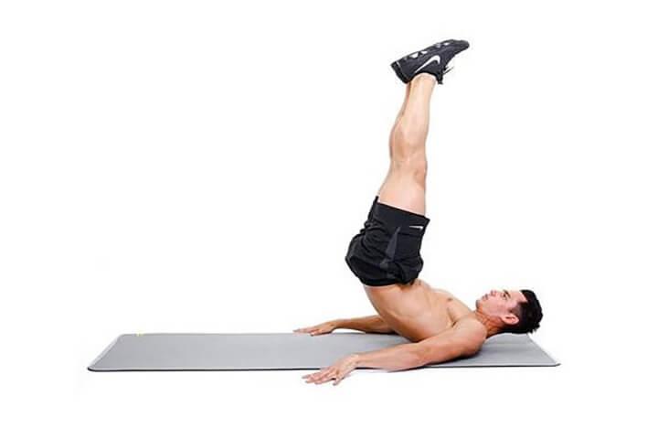 Động tác đẩy bụng lên cao giúp mỡ bụng dưới tiêu hao nhanh chóng