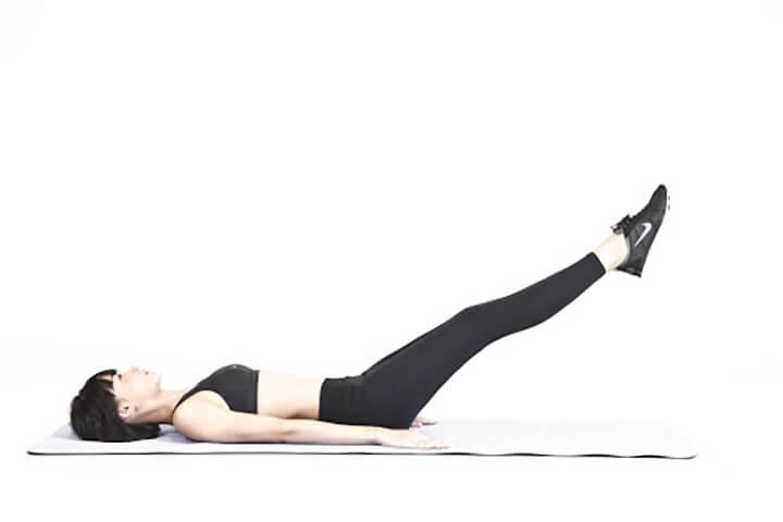 Giảm mỡbụng dưới với động tác nâng chân