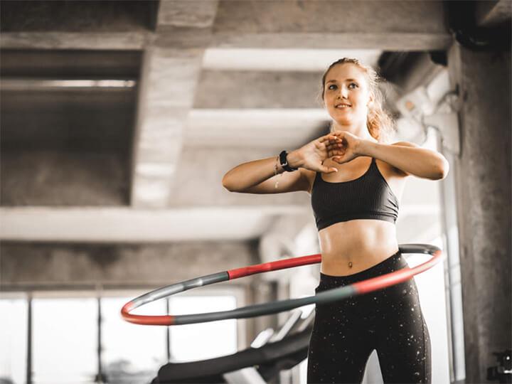 Lắc vòng giúp tiêu hao mỡ thừa vùng bụng hiệu quả