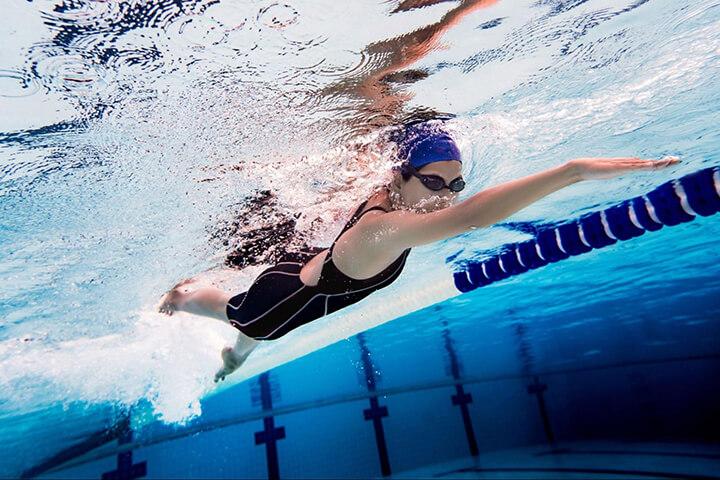 Bơi lội giúp xả stress, thư giãn toàn thân