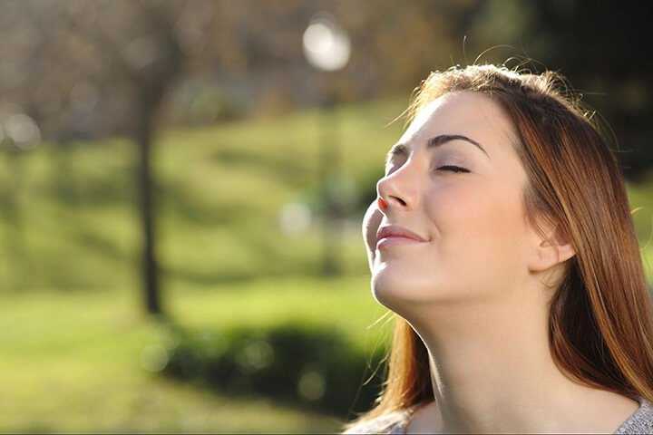Hít thở sâu là phương pháp đơn giản để giảm căng thẳng, mệt mỏi