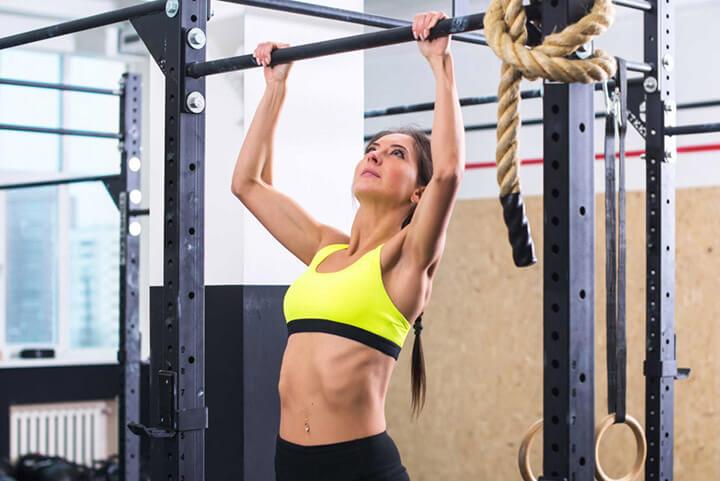 Bài tập Chin-up giúp kích thích cơ ngực, cơ xô phát triển, săn chắc