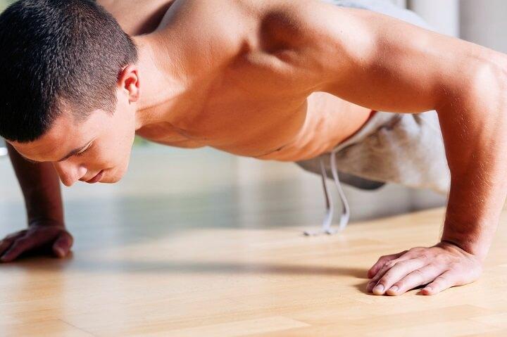 Thói quen hít đất trước khi đi ngủ là cách giúp duy trì thân hình cân đối