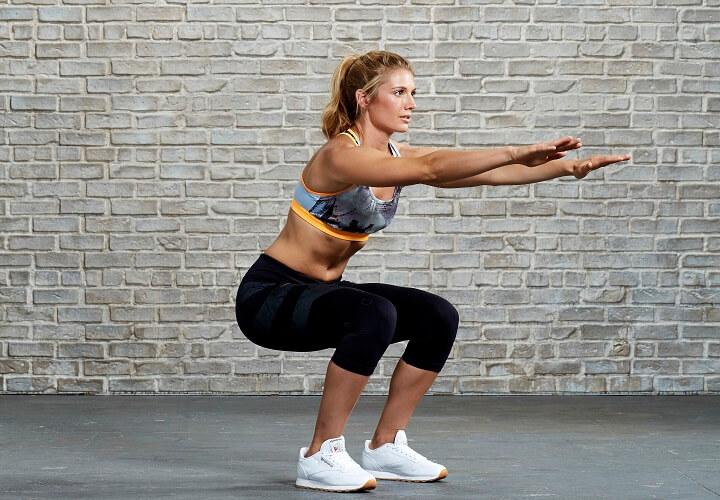 Tập Squat cơ bản đúng tư thế tại nhà là cách đánh tan mỡ bụng cực hiệu quả