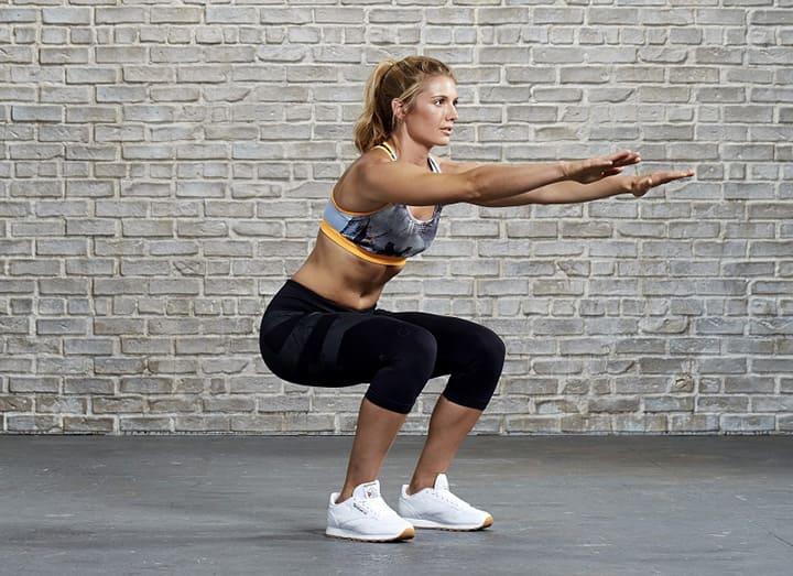 """Động tác squat cơ bản được cho là """"vua"""" các bài tập tăng vòng 3 nhờ tính hiệu quả của nó"""