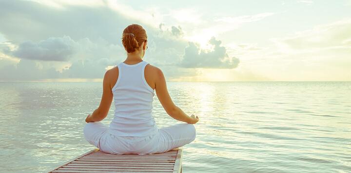 Ngồi thiền là bài tập dưỡng sinh căn bản, giúp tâm trí được thư giãn