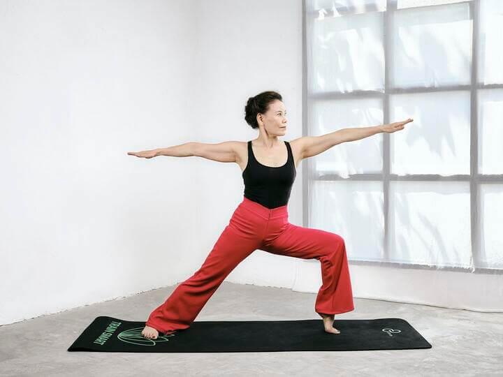 Warrior chiến binh II - Bài tập Yoga tốt cho người đau vai gáy.