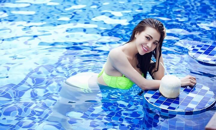 Bơi cũng là một môn thể thao giúp giảm mỡ vòng eo cực kì hiệu quả