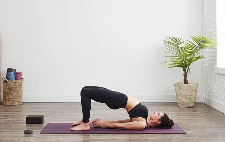 Tư thế Yoga cây cầu vừa hỗ trợ cơ lưng chắc khỏe vừa giúp giảm mỡ bụng