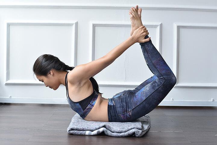 Tư thế Yoga cánh cung tăng khả năng linh hoạt cho cột sống
