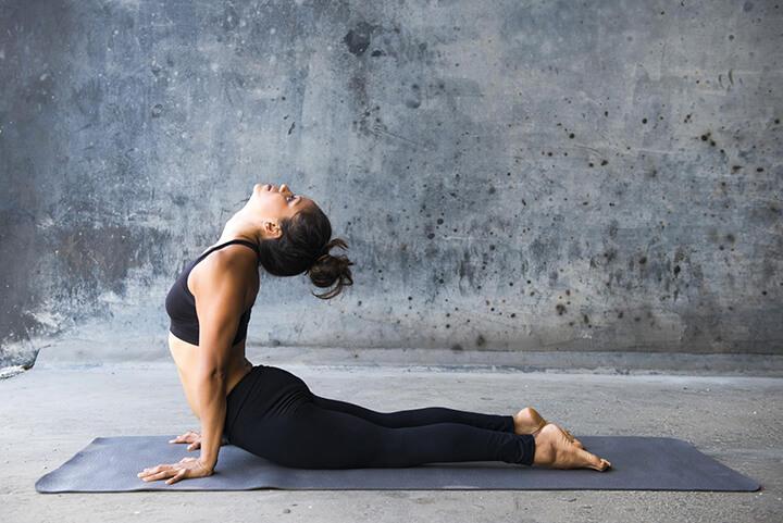 Bài tập Yoga rắn hổ mang hỗ trợ đánh tan mỡ bụng
