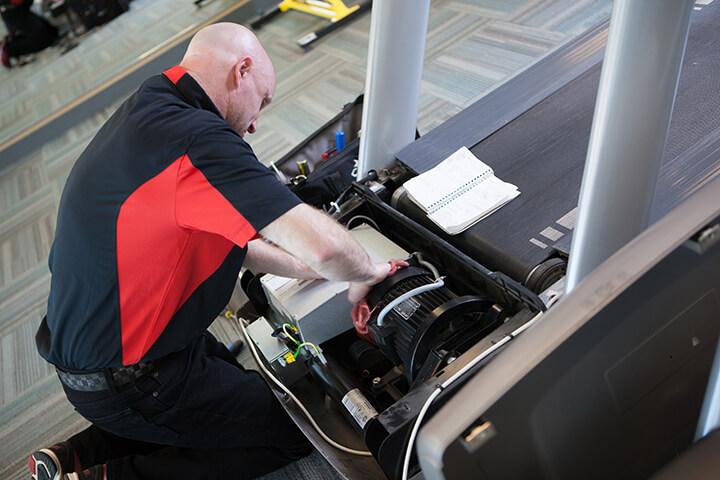 Bạn nên liên hệ ngay cho nhân viên bảo trì khi có dấu hiệu hỏng hóc.