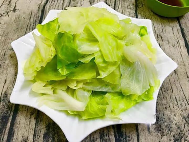 Bắp cải luộc đơn giản, dễ ăn