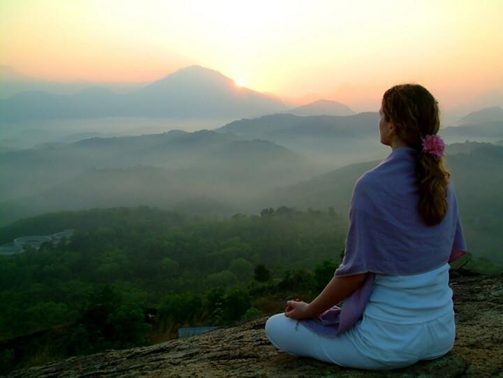 Theo dõi và lắng nghe bên trong cơ thể suốt quá trình tập Yoga để điều chỉnh tốt hơn