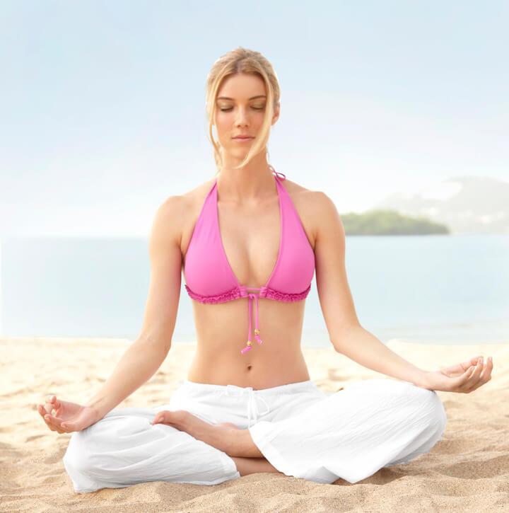 Tạp yoga thường xuyên, kiên trì giúp bạn giảm vòng bụng an toàn, hiệu quả.