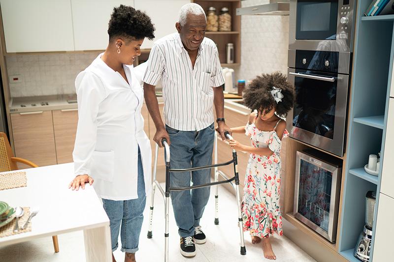 Cách chăm sóc sức khoẻ người cao tuổi như thế nào là chuẩn?