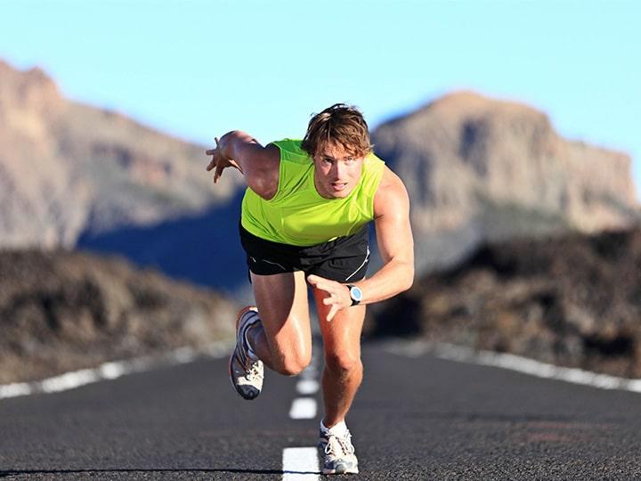 Tập chạy nước rút thường xuyên cũng giúp nâng cao thành tích khi chạy 100m