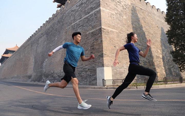 Theo dõi và điều chỉnh khoảng cách chạy bền sau mỗi tuần giúp nâng cao thành tích