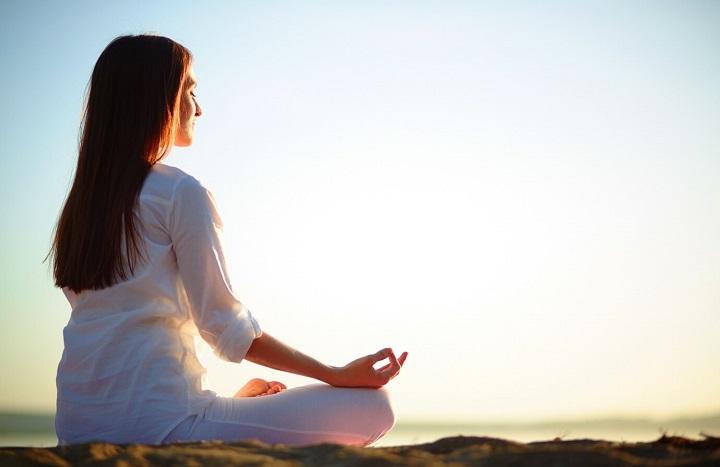 Ngồi thiền là cách tĩnh dưỡng an thần, trị đau mỏi.