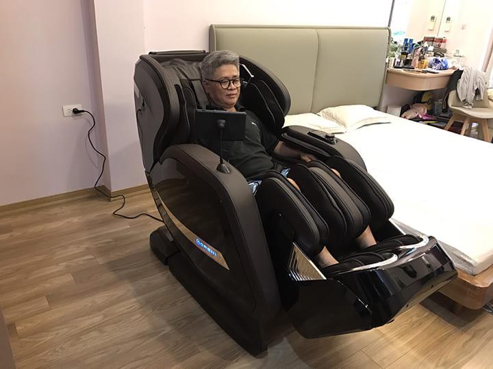 Ngồi ghế massage mỗi ngày giúp điều hòa huyết áp hiệu quả