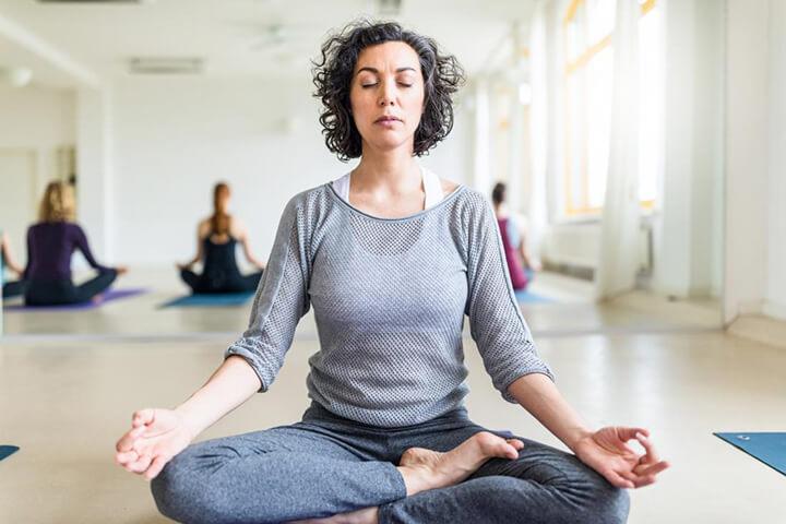 Tập thở trong Yoga cần tập trung vào đường thở của mình
