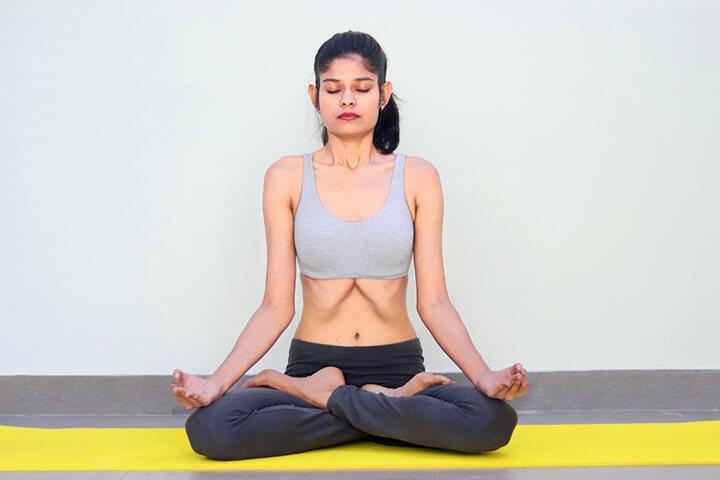 Người mới tập bắt đầu hít thở 20 - 30 hơi mỗi vòng, dần dần tăng lên 50 - 100 hơi mỗi vòng
