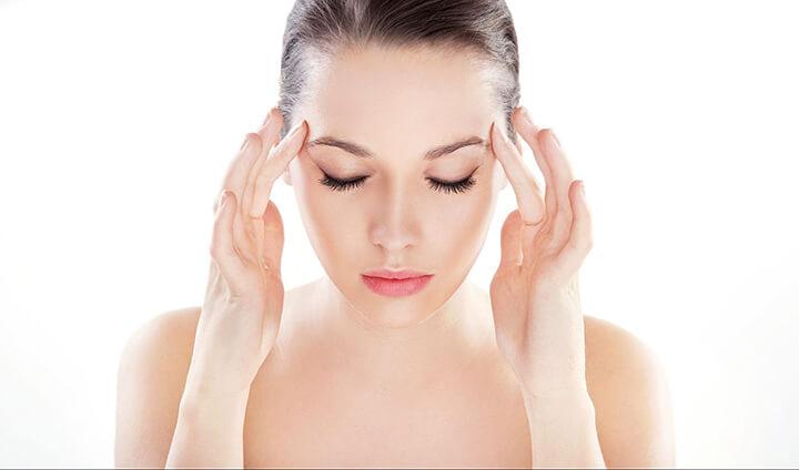Nhiều động tác massage đầu giúp kích thích máu lưu thông, xả stress tốt