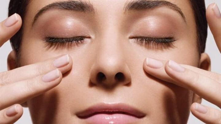Các bước massage mắt  đơn giản góp phần trị thâm quầng cực hiệu quả