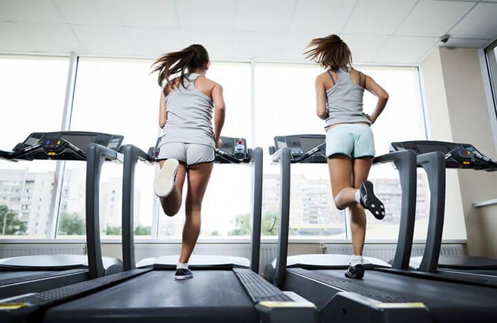 Tập luyện trên máy chạy bộ đúng cách giúp bạn nhanh đạt kết quả cao.