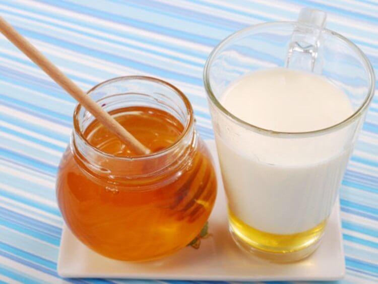 Sữa Ông Thọ và mật ong cũng là cách kết hợp được nhiều người áp dụng.