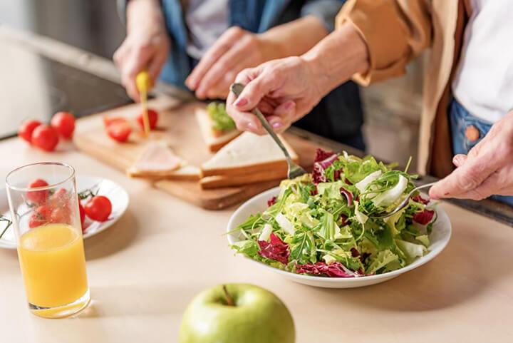 Chế độ ăn nhiều rau xanh rất tốt cho sức khỏe của người già
