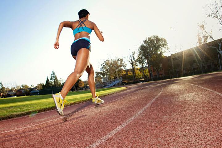 Tiếp đất bằng mũi chân khi chạy bộ giúp đốt cháy được nhiều calo hơn.