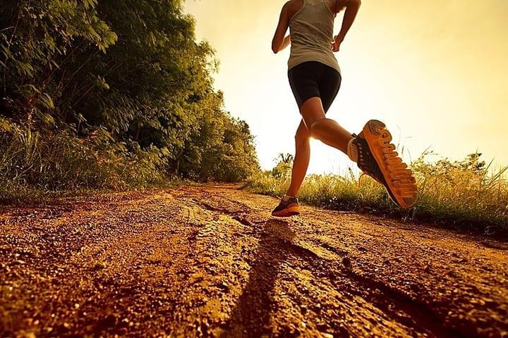 Chạy bộ đúng cách giúp đốt cháy được rất nhiều năng lượng calo để giảm cân.