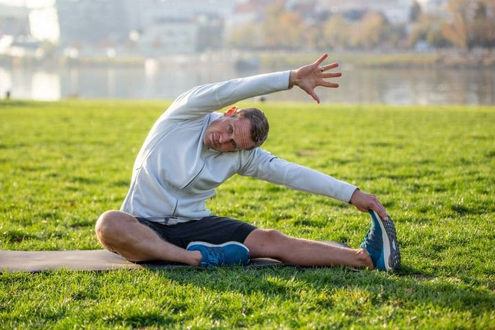 Khởi động kỹ trước khi chạy bộ giúp bạn phòng ngừa rủi ro trong lúc chạy.