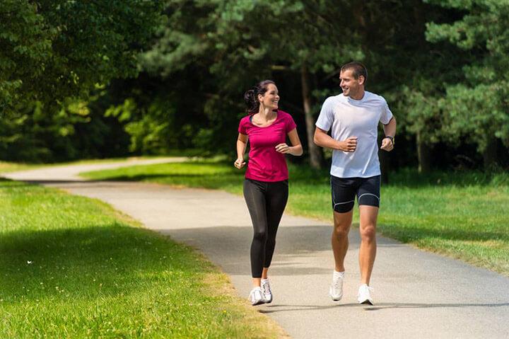 Chạy bộ buổi sáng giúp người tập cải thiện sức khỏe thể chất lẫn tinh thần rất tốt.