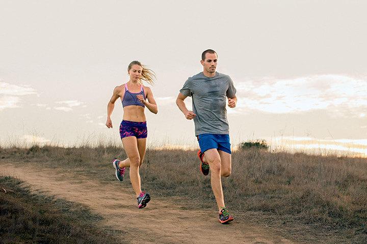 Chạy bộ buổi sáng với cường độ nhanh cự ly ngắn giúp bạn nhanh giảm cân hơn.
