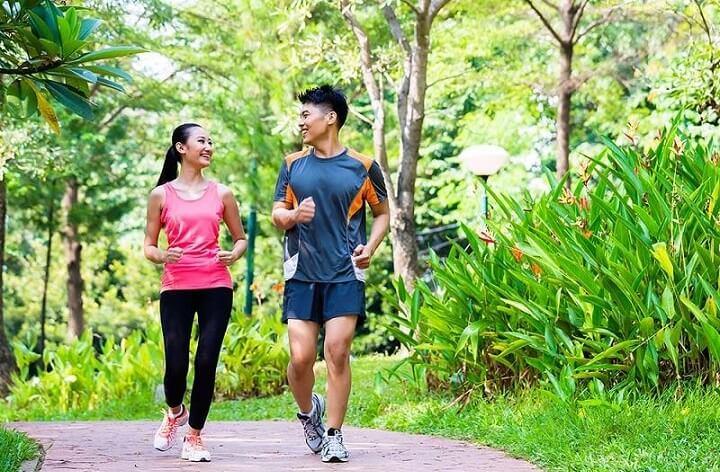 Lợi ích của chạy bộ buổi sáng là làm chúng ta vui vẻ, hạnh phúc hơn