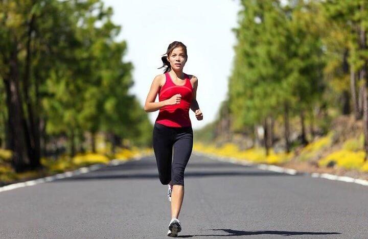 Cơ thể tràn đầy năng lượng khi chạy bộ buổi sáng thường xuyên