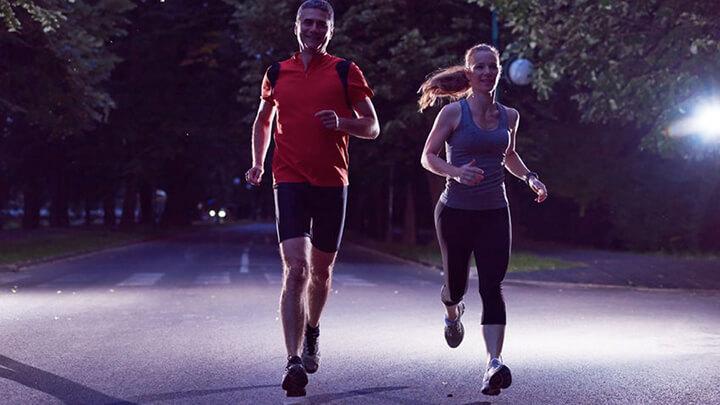 Chạy bộ buổi tối giúp cơ thể thư giãn, thoải mái