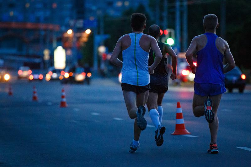 Chạy bộ buổi tối có tốt không? 6 tác dụng tuyệt vời cho sức khỏe